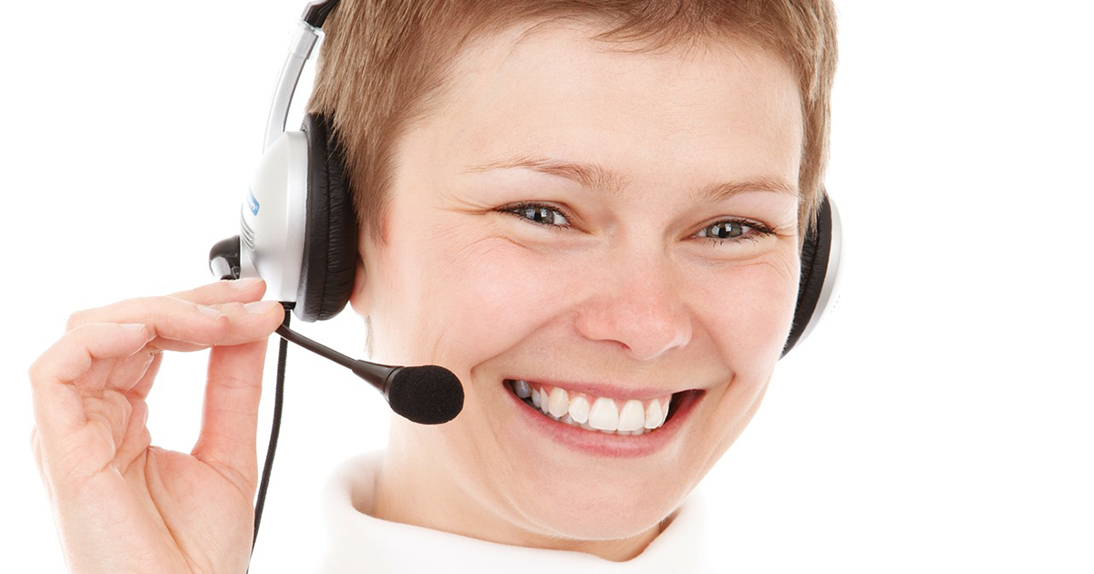 call center agent using customer engagement CRM software